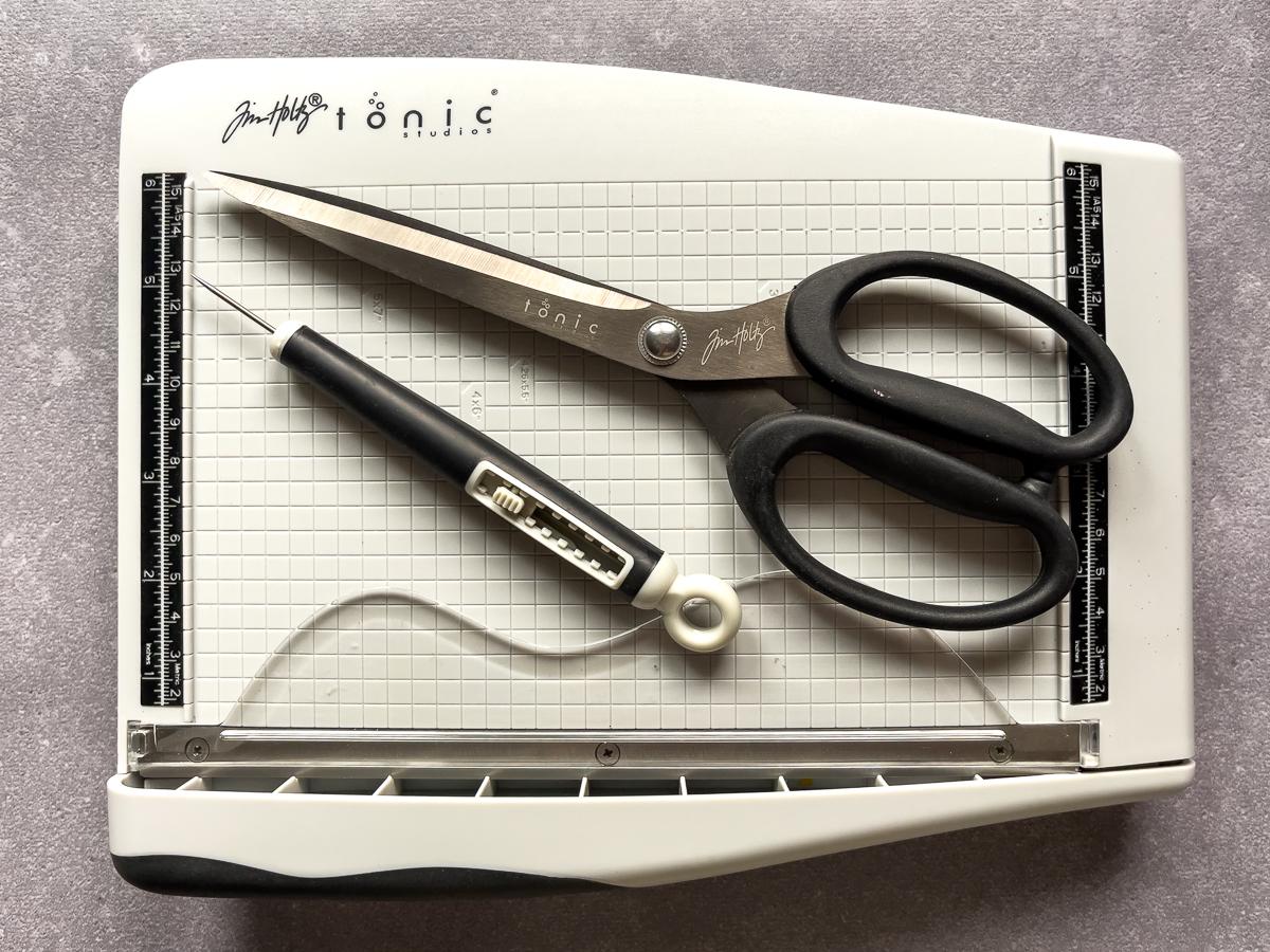 Tonic Studios / guillotine cutter / scissors / poker